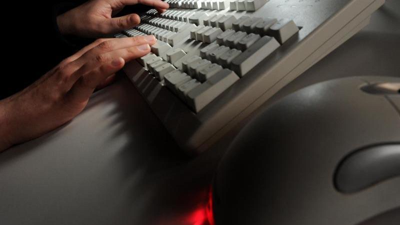 """Seit Herbst ist die Malware """"Kryptojacking"""" verstärkt im Umlauf. Mit ihrer Hilfe verschaffen sich Hacker Zugang zu fremden Computern, um unbemerkt Kryptogeld zu schürfen. Foto: Jochen Lübke"""