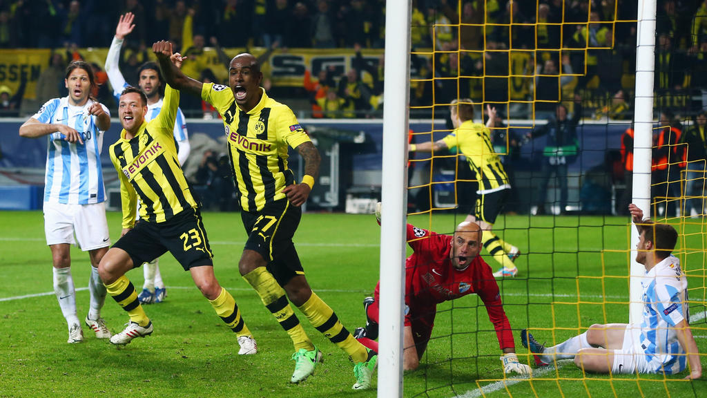 DORTMUND, GERMANY - APRIL 09:  Felipe Santana (C) of Borussia Dortmund celebrates scoring their third and winning goal with team mate Julian Schieber as goalkeeper Willy Caballero and Martin Demichelis (L) of Malaga react during the UEFA Champions Le
