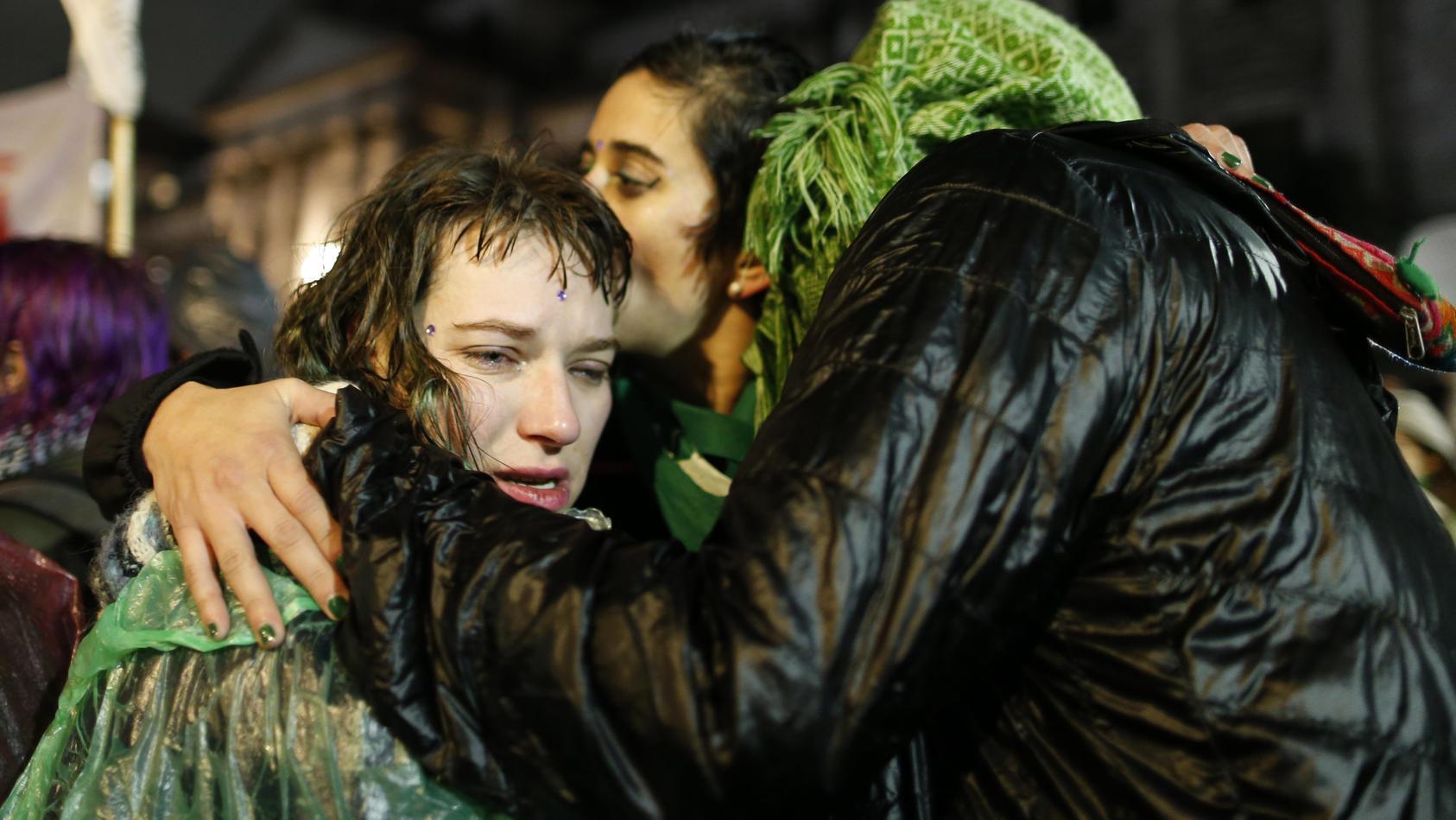 Derzeit protestieren Frauen in Argentinien für die Legalisierung des Eingriffs.
