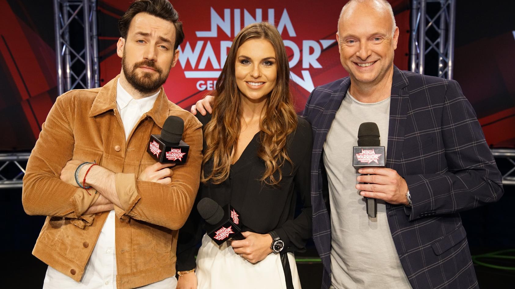 """Auch in der dritten Staffel ist das """"Ninja Warrior Germany""""-Dreiergespann wieder am Start: Jan Köppen, Laura Wontorra und Frank """"Buschi"""" Buschmann moderieren und kommentieren die actiongeladene Show."""