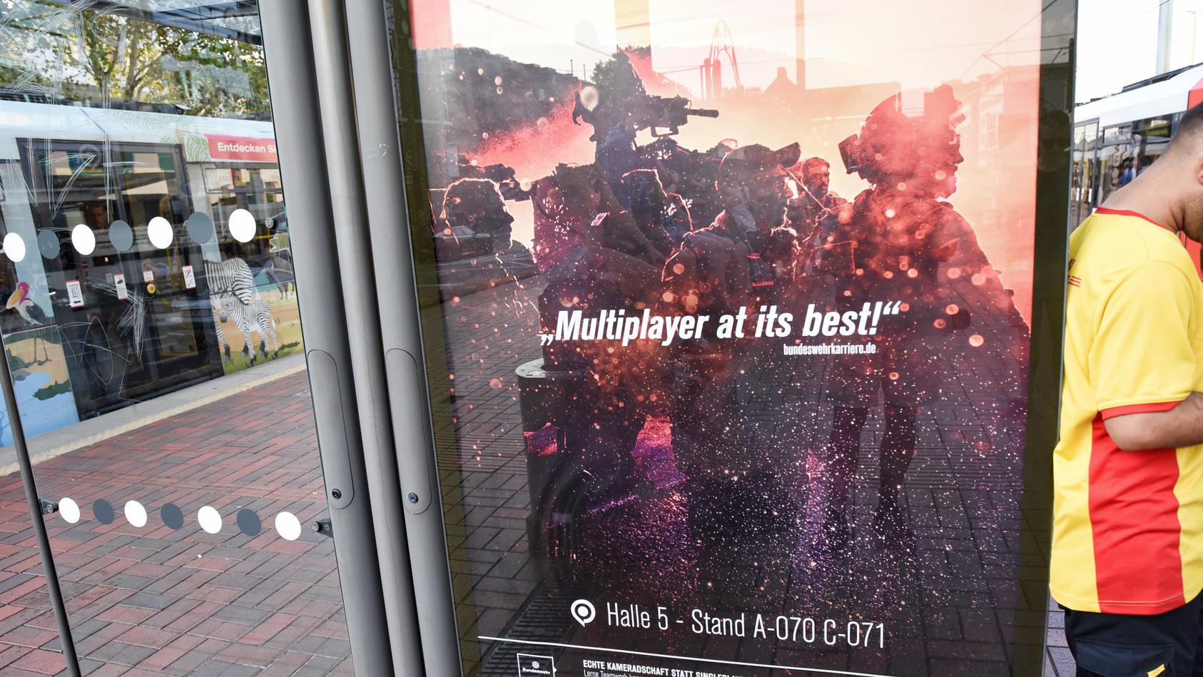 """Die Bundeswehr wirbt mit umstrittenen Plakaten rund um die Computerspielmesse """"Gamescom""""."""