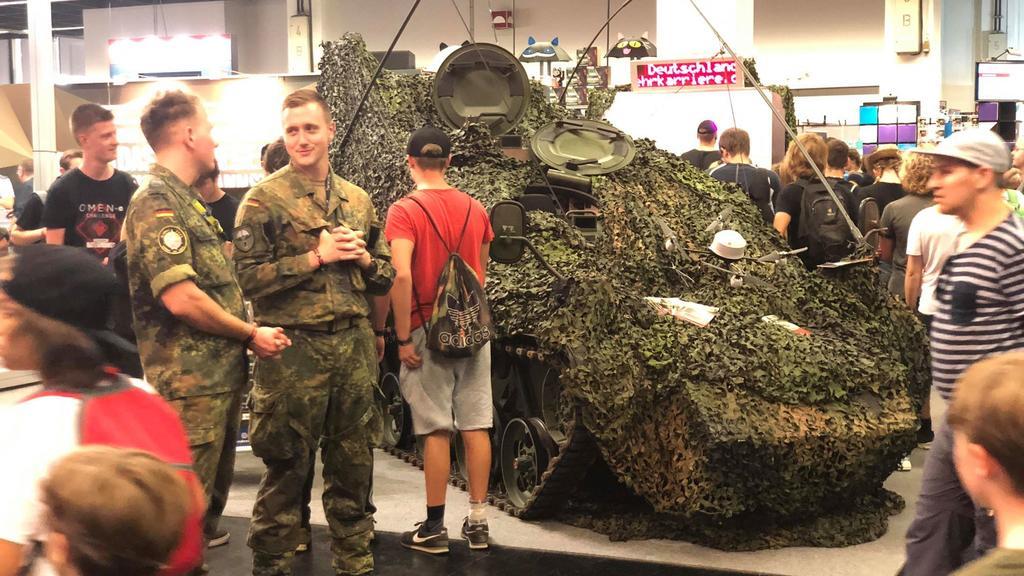 """Bundeswehr wirbt auf """"Gamescom"""""""