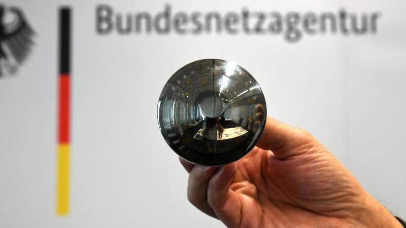 Auch Glühbirnen können so mit Technik ausgestattet werden, dass sie zu einem unerlaubten Überwachungsgerät umfunktioniert werden. Foto: Ina Fassbender