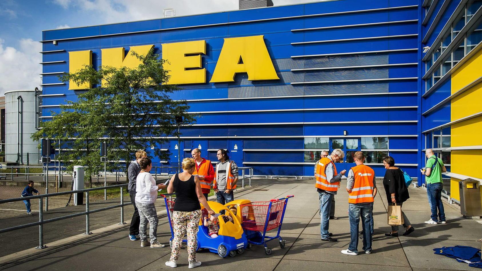 In einer Ikea-Filiale im englischen Thurrock durften rund 200 Menschen während einer Autobahnsperrung warten (Symbolbild).