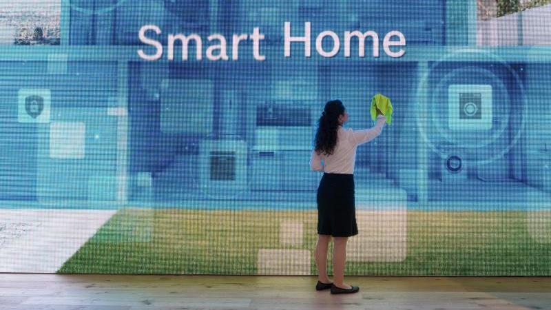 """Linus Neumann vom Chaos Computer Club warnt in Bezug auf das Smart Home: """"Produkte wie der Herd oder die Spülmaschine werden zu den neuen Datenquellen der großen Konzerne."""" Foto: Soeren Stache"""