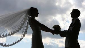 Die Corona-Krise macht vielen Brautpaaren einen Strich durch die Rechnung