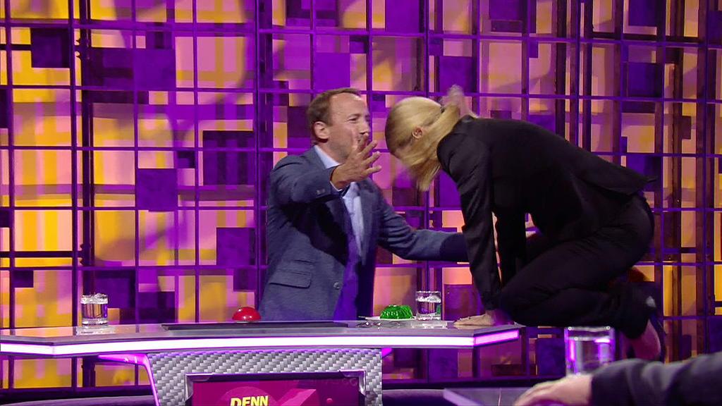 Während der Sendung reißt die Hose von Michelle Hunziker.