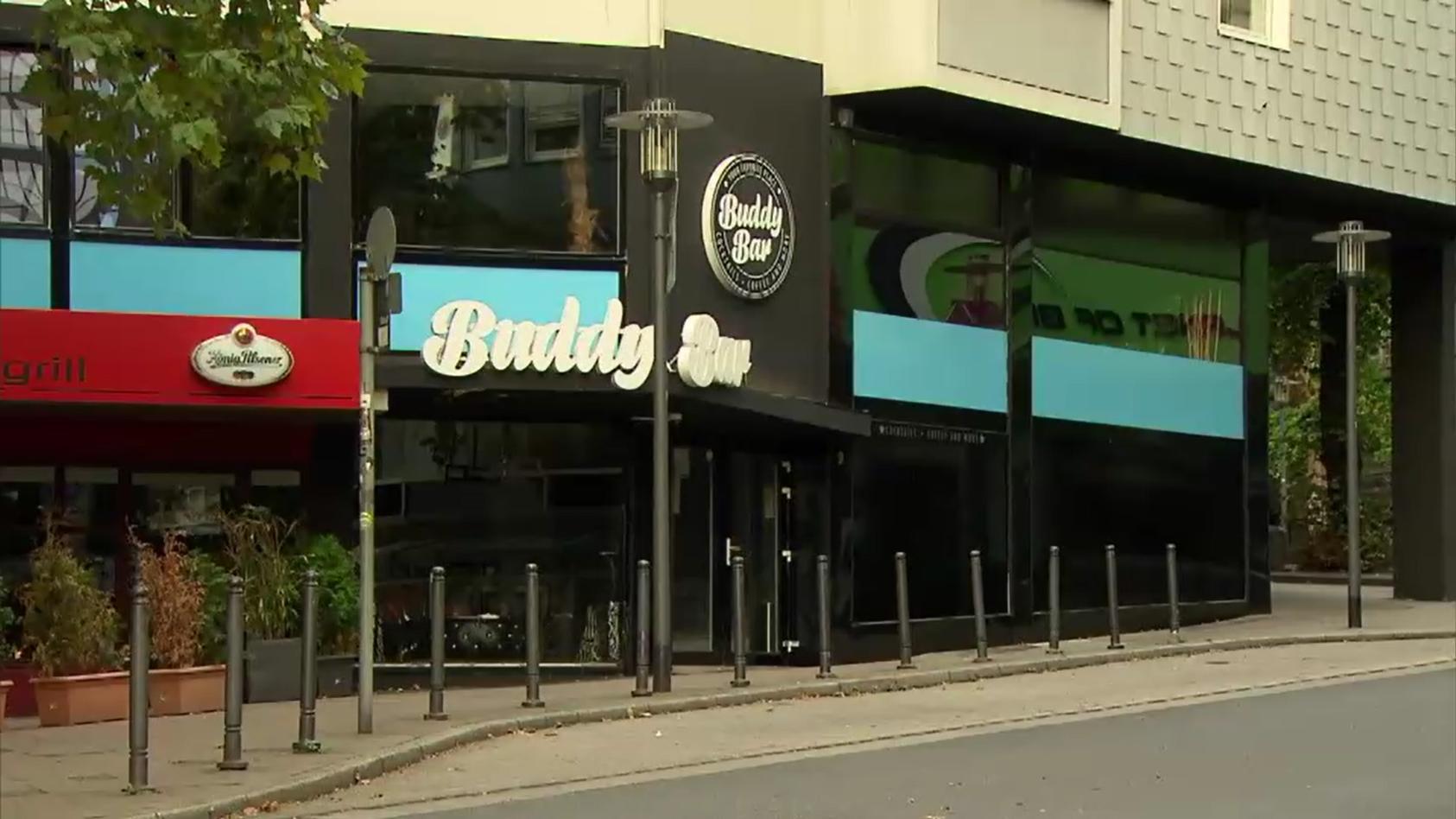 Vor dieser Shisha-Bar in Essen wurden die Beamten attackiert.