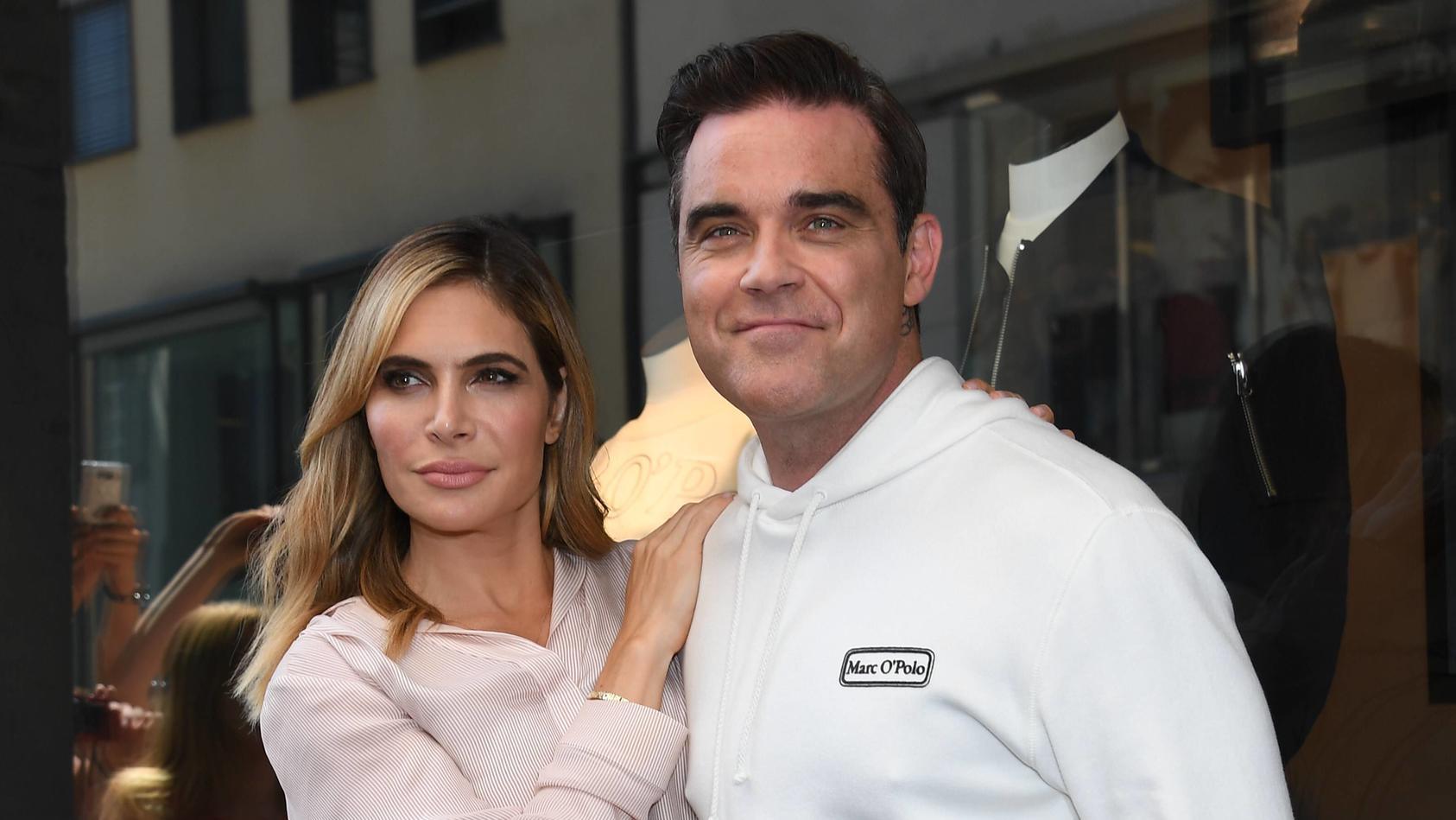 Bilder des Tages Robbie Williams mit Ehefrau Ayda Marc O«Polo Flagshipstore 5 Höfe München