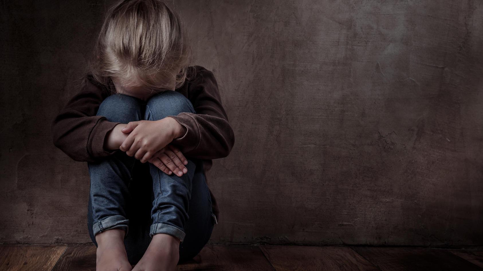 Seelische Misshandlung findet laut Pädagogin und Buchautorin Anke Elisabeth Ballmann bereits in der Kita statt.