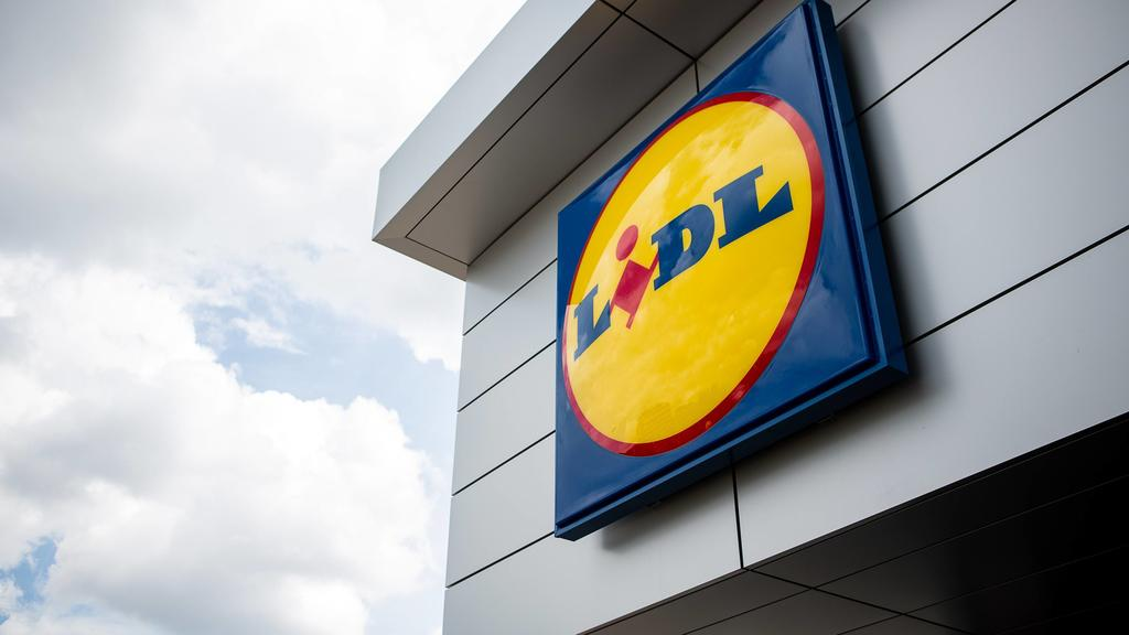 - BRUSSELS, BELGIUM: Illustration picture shows the Lidl logo at the entrance of a Lidl supermarket in Brussels, Wednesday 14 August 2013. SISKAxGREMMELPREZ PUBLICATIONxINxGERxSUIxAUTxONLY x45270473x