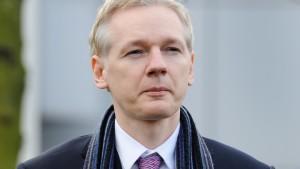 Nach wochenlangem Tauziehen um die Auslieferung von Wikileaks-Gründer Julian Assange gab es eine Entscheidung.