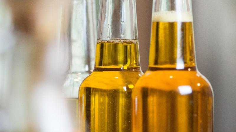 Zum Themendienst-Bericht vom 24. Oktober 2018: Rapsöl hat die ideale Fettzusammensetzung. Es ist damit sogar gesünder als Olivenöl. Foto: Franziska Gabbert
