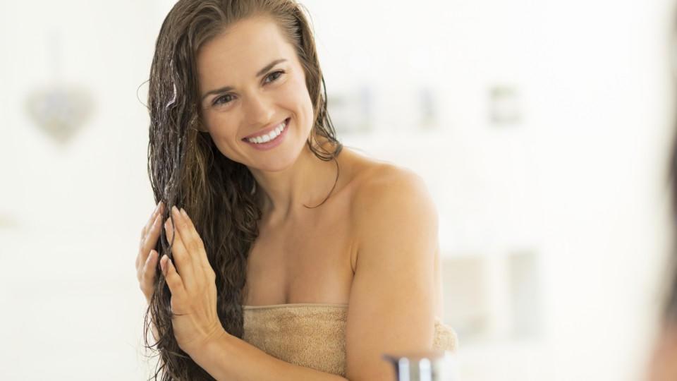 Haarkuren machen strapaziertes Haar wieder weich und geschmeidig.
