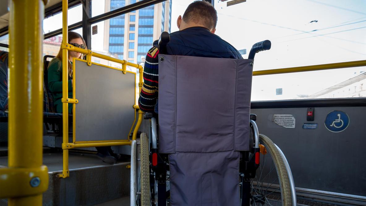 Obwohl es reservierte Plätze gibt, wurde der Pariser Rollstuhlfahrer nicht in den Bus gelassen.