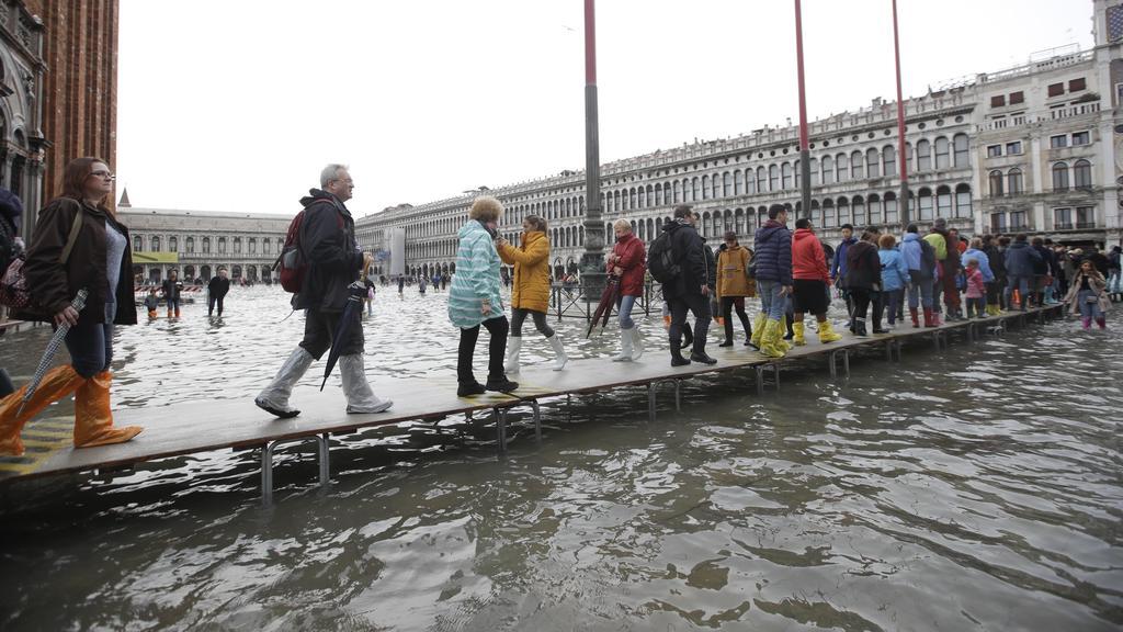 Unwetter in Italien Venedig Markusplatz