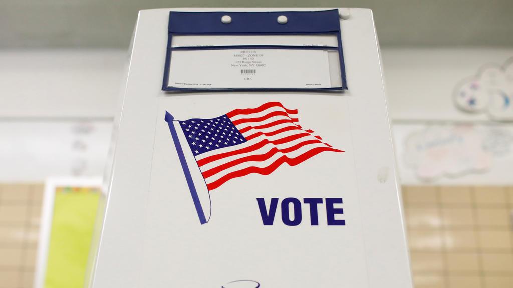 """Wahlkabine bei den """"Midterm Elections"""""""