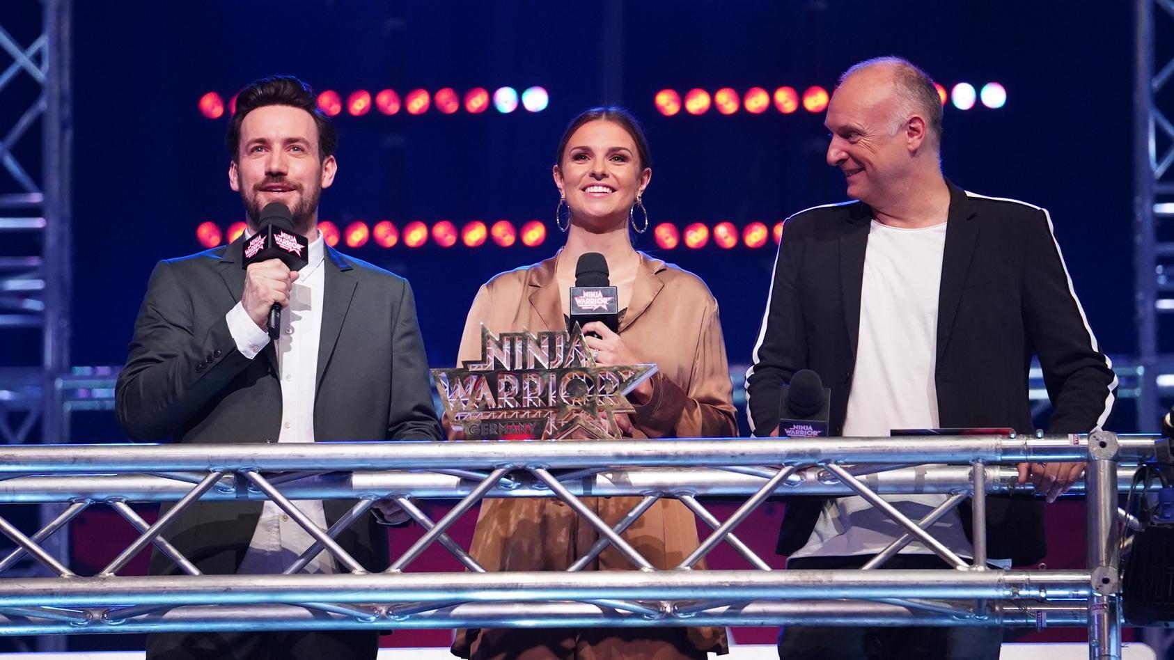 """""""Ninja Warrior Germany"""" geht wieder los. Mit dabei Jan Köppen (l.), Laura Wontorra und Frank Buschmann."""