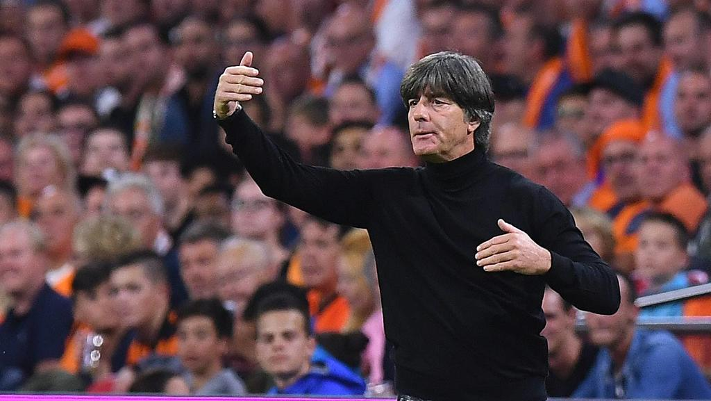 Fußball UEFA Nations League Niederlande - Deutschland am 13.10.2018 in der Johan-Cruyff-ArenA in Amsterdam Joachim Jogi Löw ( Bundestrainer ) *** Football UEFA Nations League Netherlands Germany on 13 10 2018 at Johan Cruyff ArenA in Amsterdam Joachi