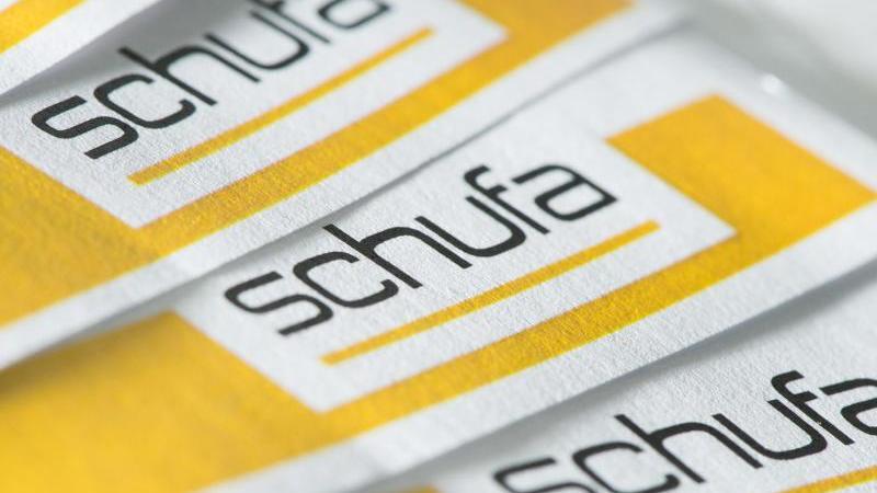 """Die Abkürzung Schufa steht für """"Schutzgemeinschaft für allgemeine Kreditsicherung"""" - dahinter steckt ein Privatunternehmen, das Daten von Verbrauchern sammelt. Foto: Franziska Gabbert/dpa-tmn"""