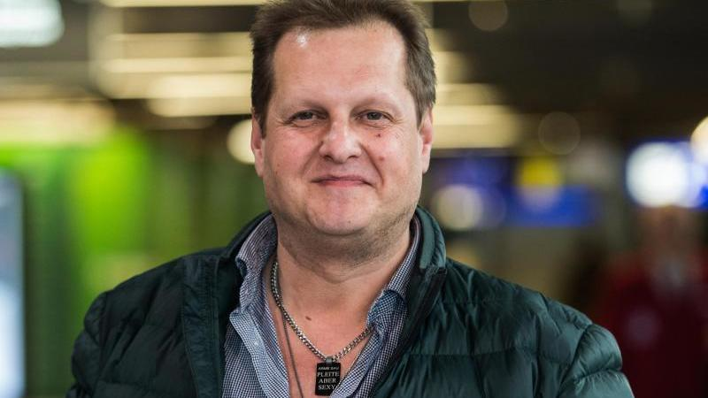 """Jens Büchner alias """"Malle-Jens"""" im Frankfurter Flughafen. Der TV-Auswanderer ist im Alter von 49 Jahren gestorben. Foto:Andreas Arnold"""