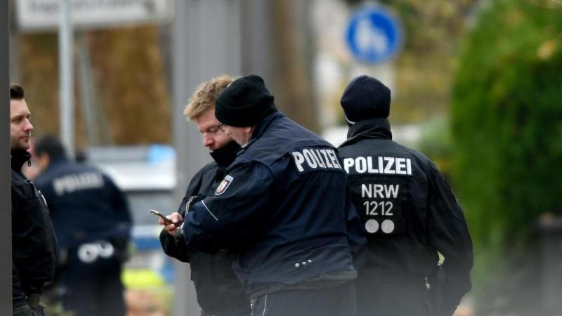 Polizisten im Einsatz in Bochum. Foto: Ina Fassbender