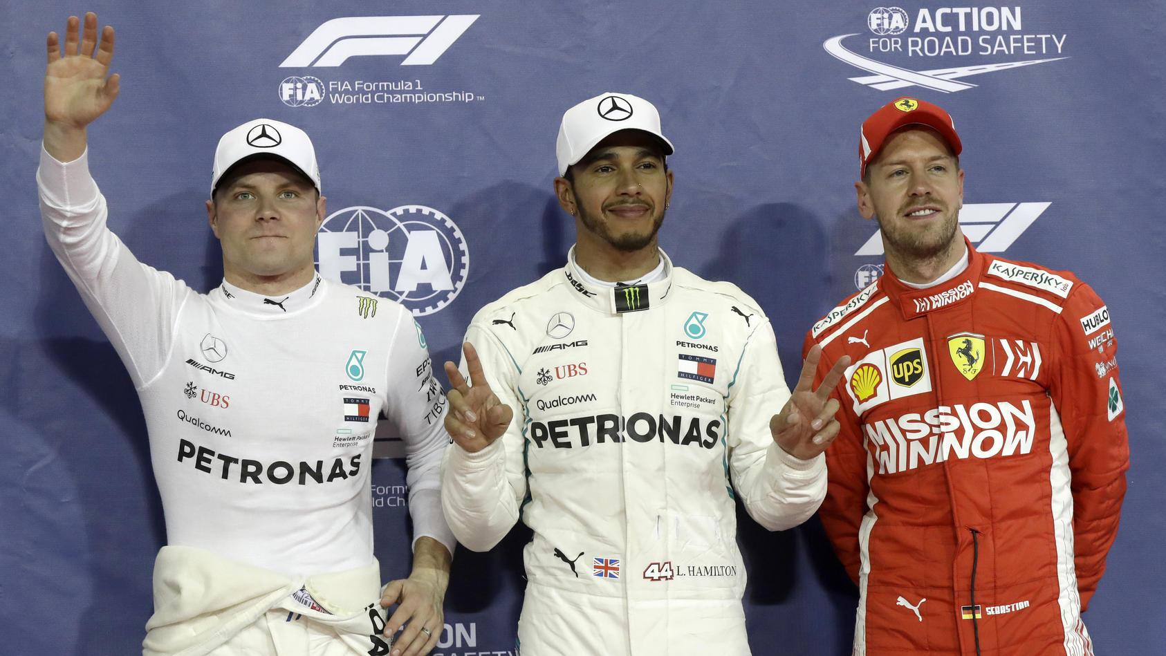 Die ersten Drei des Qualifyings in Abu Dhabi (v.l.): Valtteri Bottas (2.), Lewis Hamilton (1.) und Sebastian Vettel (3.)