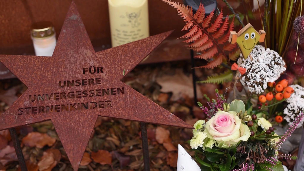 Grab auf dem Sternenkinderfriedhof am Worringer Bruch in Köln.