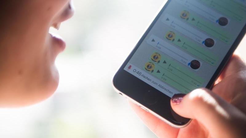 Neue WhatsApp-Funktion: Sprachnachrichten  heimlich abhören.