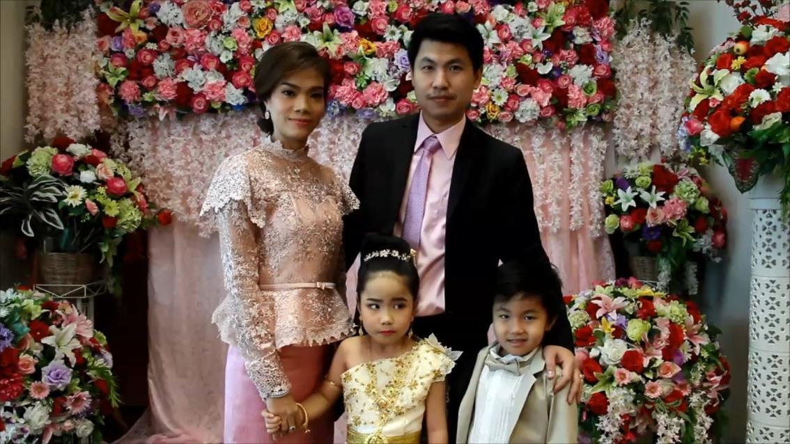 Die thailändischen Zwillinge Kiwi und Guitar (6) wurden von ihren Eltern verheiratet.