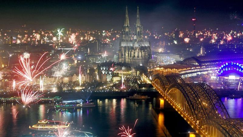 Blick auf Köln aus der Luft an Sylvester