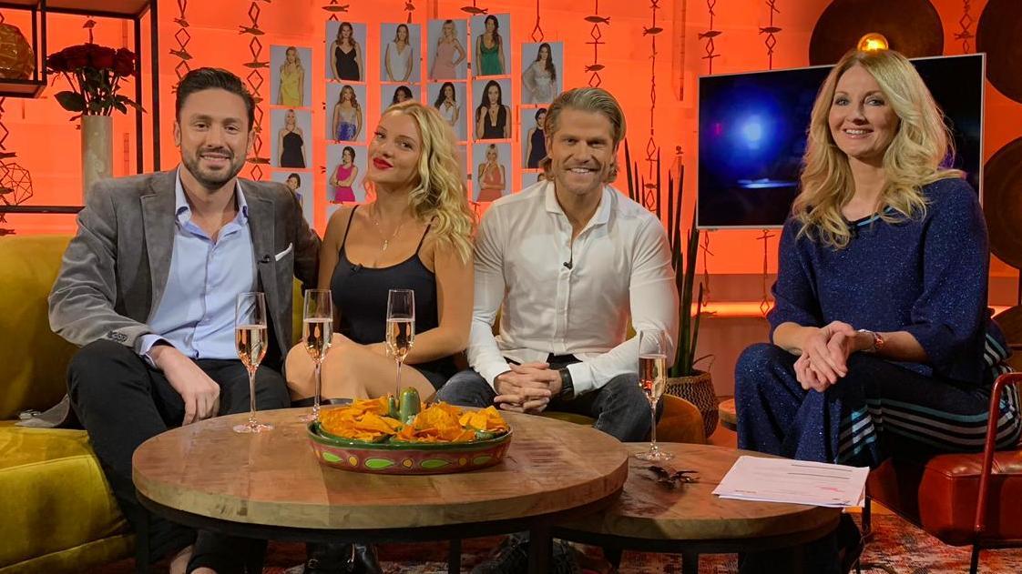 Daniel Völz, Evelyn Burdecki und Paul Janke nehmen gemeinsam mit Frauke Ludowig die erste Bachelor-Folge unter die Lupe.