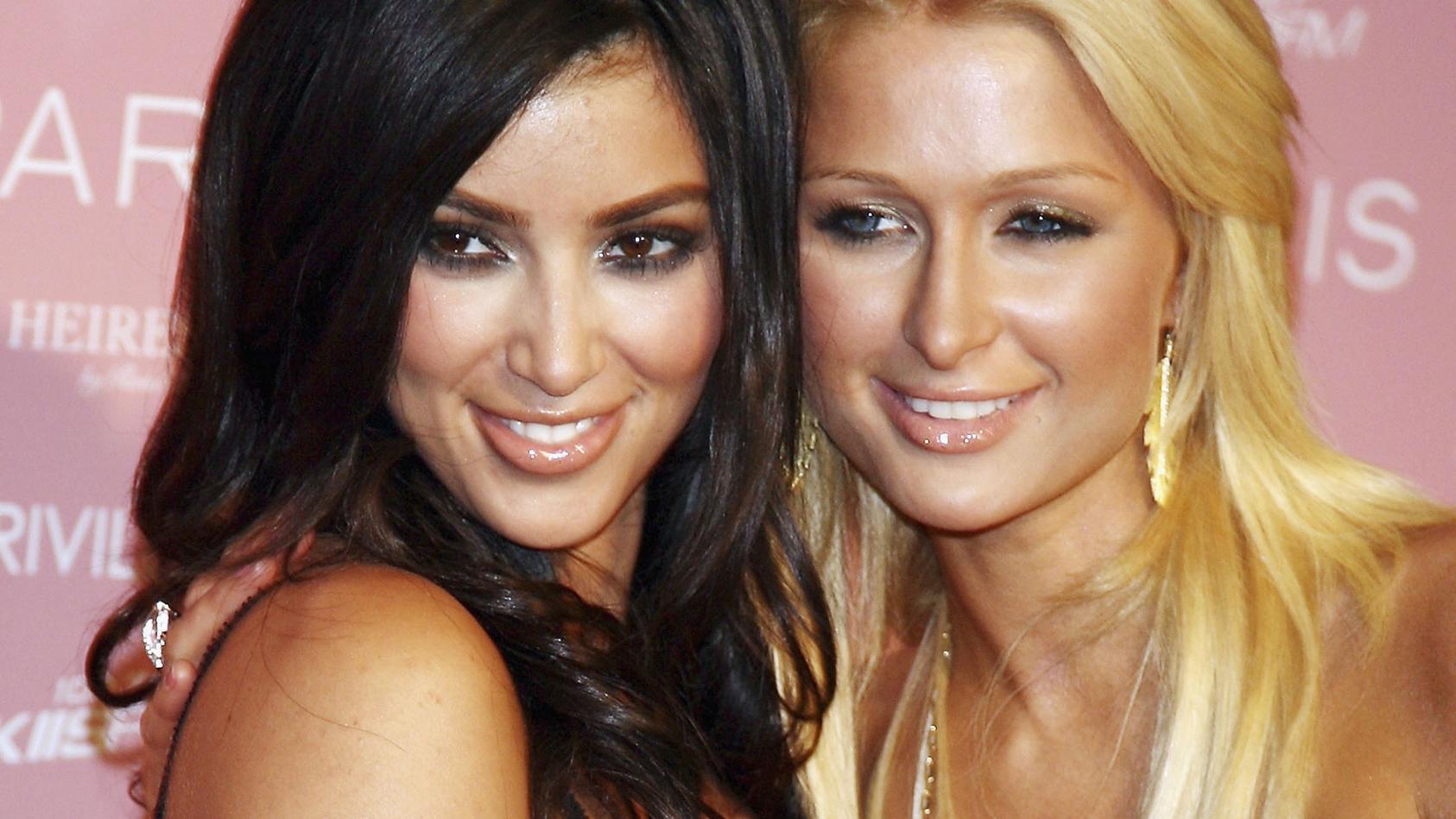 Kim Kardashian und Paris Hilton galten viele Jahre als beste Freunde, dann kam es zum Streit. Weihnachten 2018 zeigten sie sich wieder auf gemeinsamen Fotos.