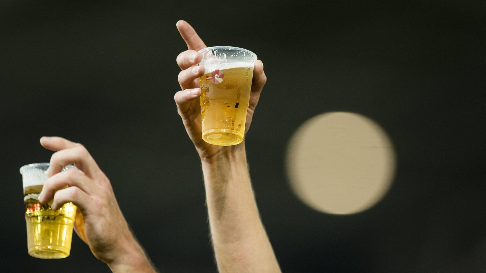 Fußballfans müssen sich auf hohe Bierpreise in Katar einstellen