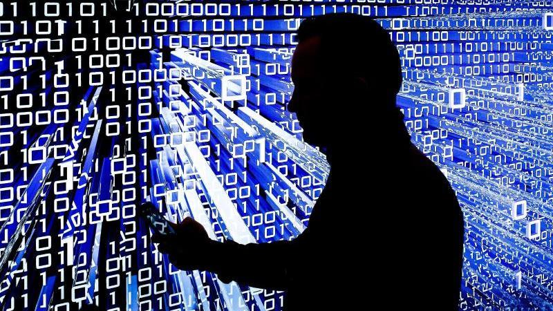 Den Datenstrom vollständig beherrschen kann niemand mehr. Aber Internetnutzer können viel dafür tun, dass persönliche Informationen in den richtigen Bahnen bleiben. Foto: Ole Spata