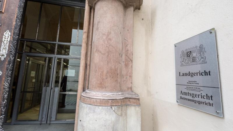 Der Eingang zum Landgericht. Foto: Armin Weigel/Archiv