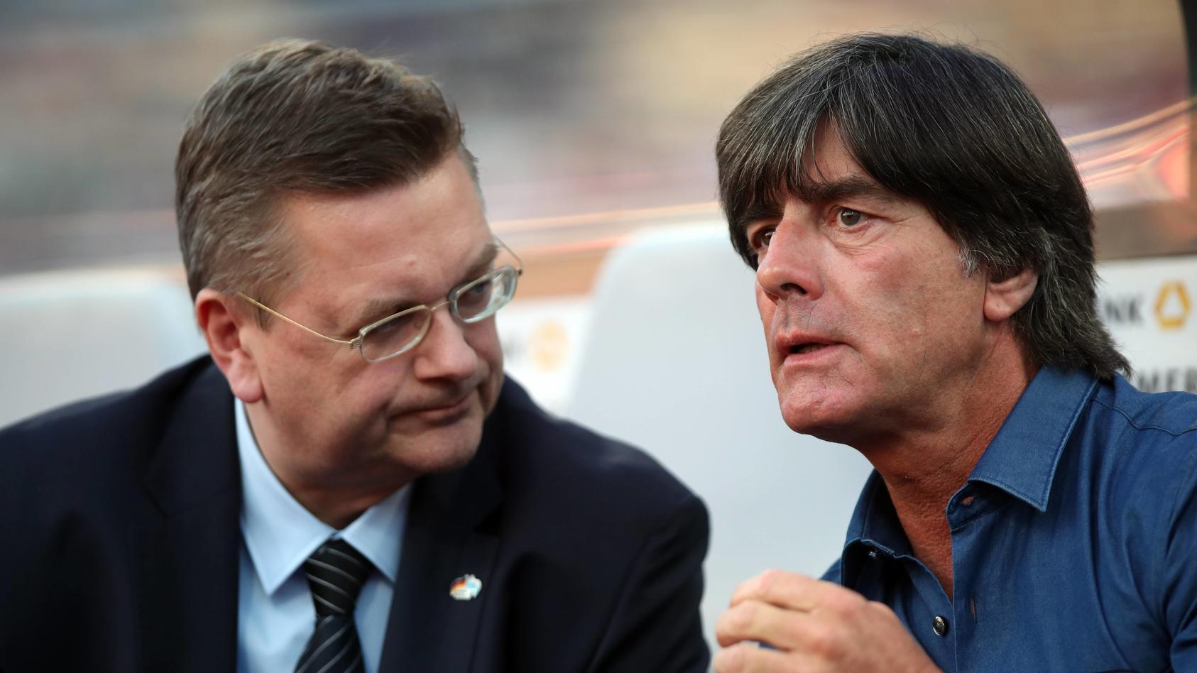 Reinhard Grindel und Joachim Löw im Gespräch