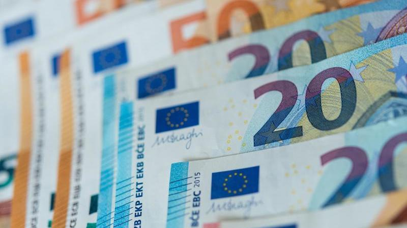Die Deutschen verwahren ihr Geldvermögen am liebsten als Bankeinlage, auf die sie jederzeit zugreifen können, oder als Bargeldreserve. Foto: Monika Skolimowska