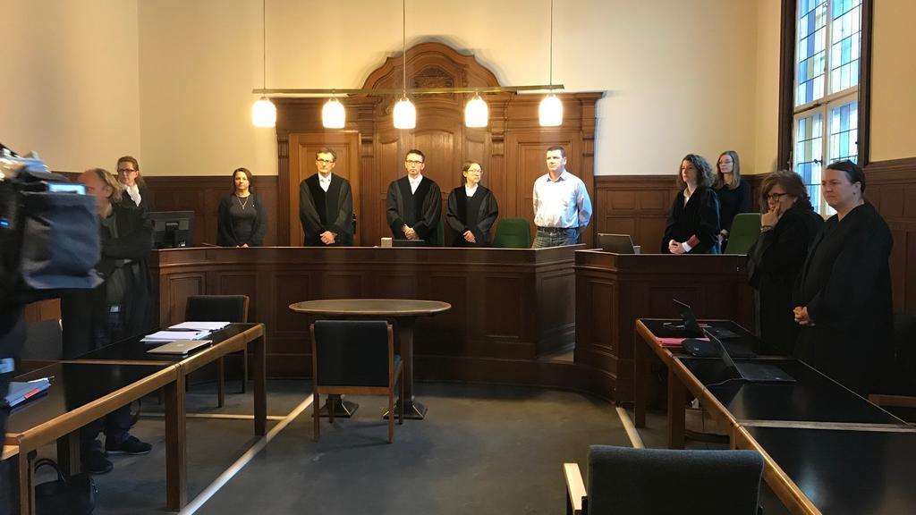 Landgericht Berlin: Vorsitzender Richter eröffnet den Prozess wegen Zwangsprostitution gegen die beiden Angeklagten Michael B. und Mandy L.