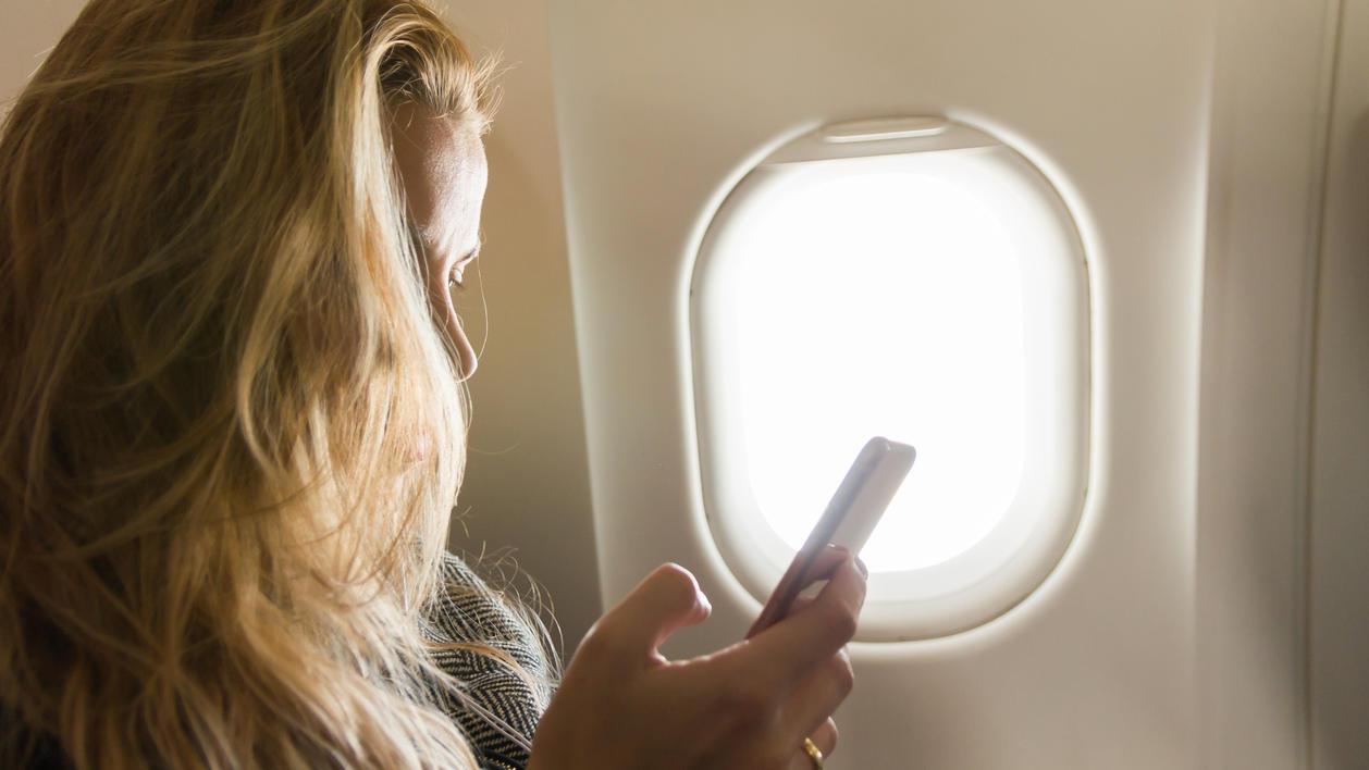 Pilot Erklärt Muss Das Handy Im Flugzeug Echt Immer Ausgeschaltet Werden