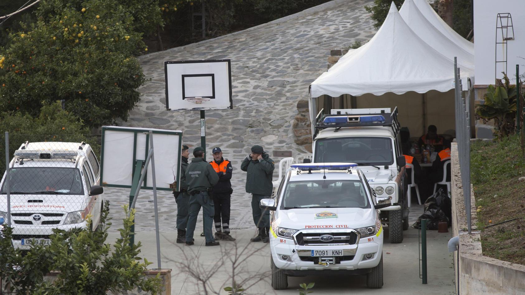 Einheiten der Guardia Civil in der Nähe des Unglücksortes in Totalán.