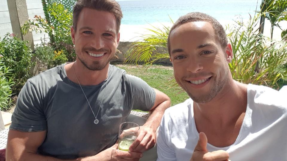 Ex-Bachelor Sebastian Pannek besucht seinen Kumpel und amtierenden Bachelor Andrej Mangold in Mexiko.