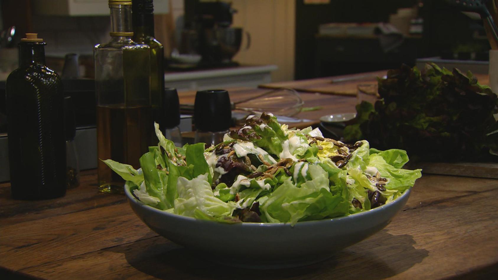 Ab in den Ofen – Leckere Aufläufe: Grüner Salat mit Sahne-Vinaigrette