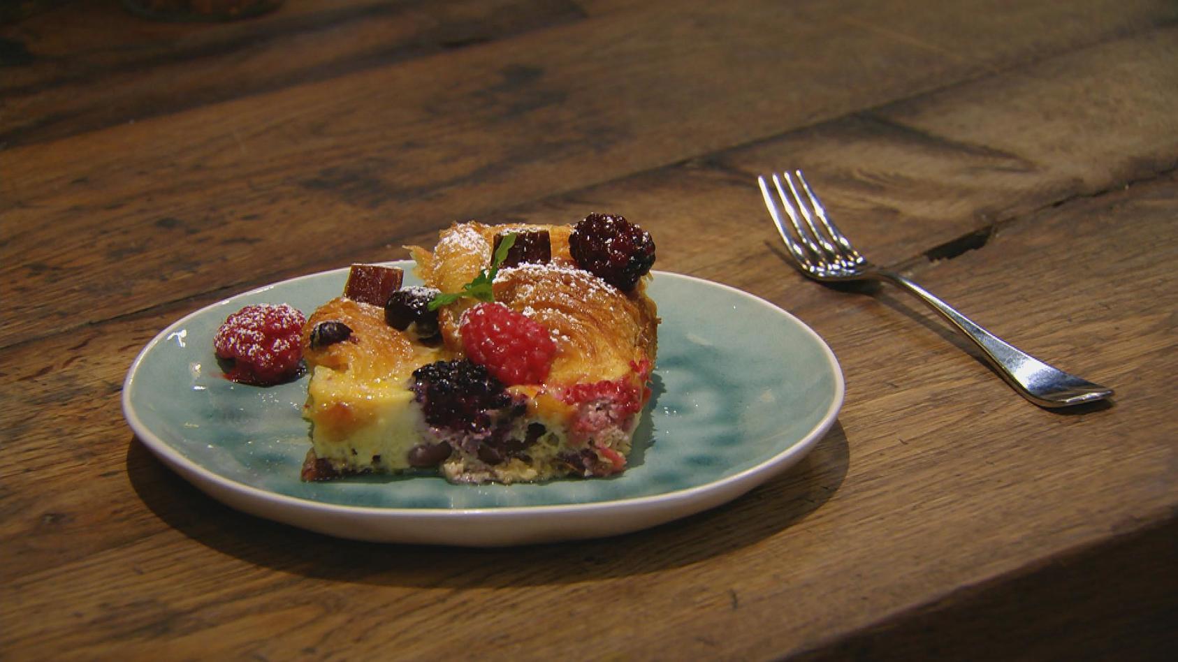 Ab in den Ofen – Leckere Aufläufe: Croissant-Auflauf mit Früchten