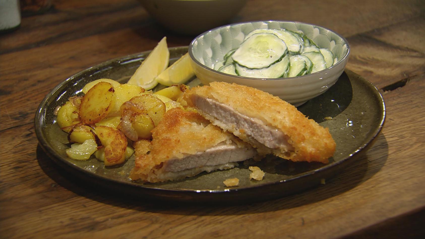 Lieblingsrezepte aus der Kindheit in neuem Gewand: Schnitzel mit Bratkartoffeln und Gurkensalat!