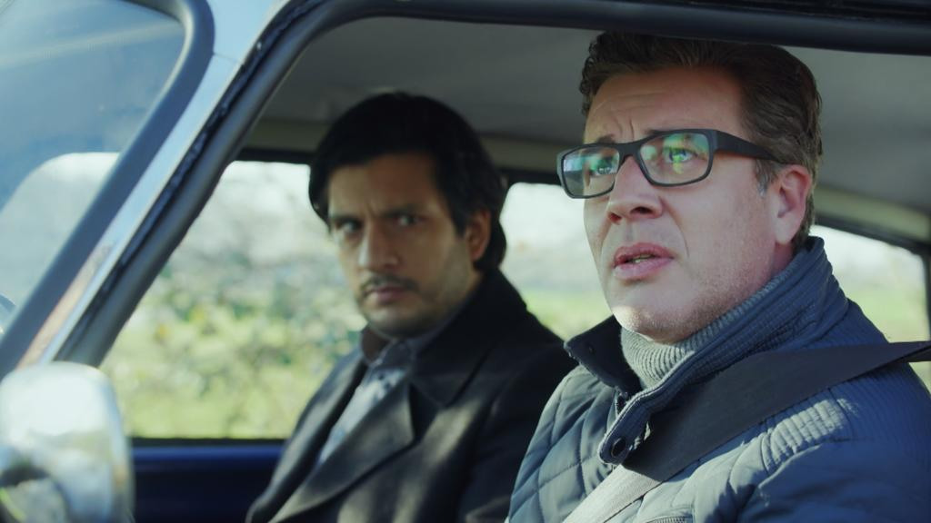 AWZ: Christoph sitzt neben Maximilian im Auto.