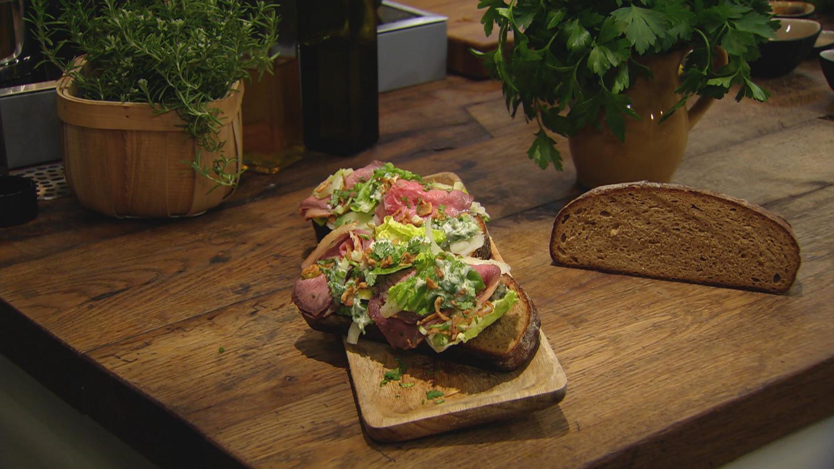 Hygge – so schmeckt Skandinavien: Smørebrød mit Roastbeef und Fenchel