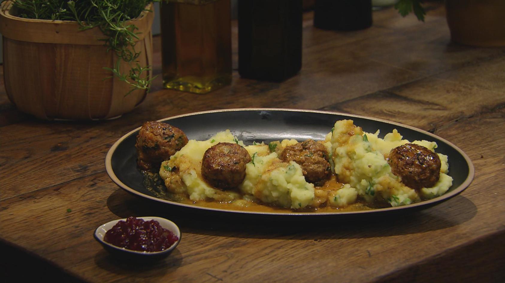 Hygge – so schmeckt Skandinavien: Köttbullar mit Kartoffel-Petersilien-Stampf
