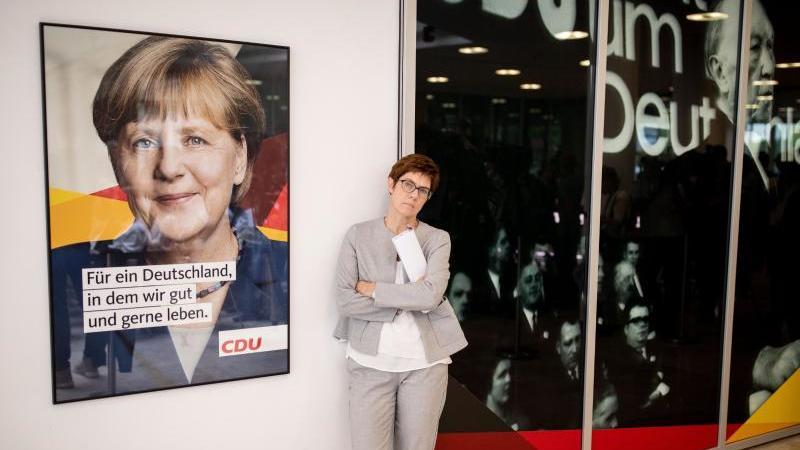 Annegret Kramp-Karrenbauer und Merkel