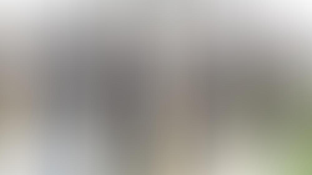 """""""Schwarzach 23 und die Jagd nach dem Mordsfinger"""": Am Tatort treffen Kommissar Germinger (Maximilian Brückner, l.) und der Polizeichef (Titus Horst, r.) auf eine Leiche und einen seltsamen Taxifahrer (Robert Gallinowski, M.)"""